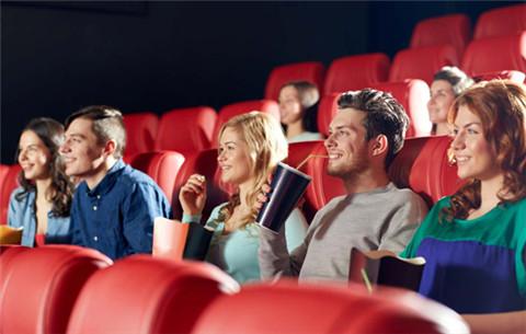 怎么委婉的约女生看电影?第3张