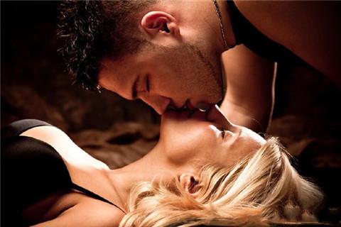 跟女生约会怎么亲她才不会被拒绝?第1张