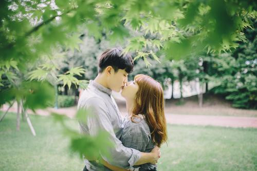 第一次和女生接吻时间多久-反馈吧