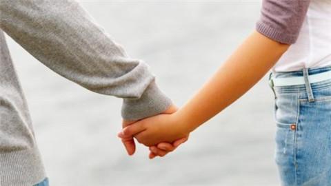 第一次约会可以牵手吗?怎么才能牵到女生的手?-反馈吧