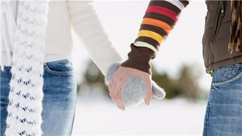 约会多次不敢牵手,教你如何轻松牵起女生的手第3张