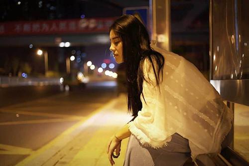 晚上和女生聊什么话题能增进关系第1张