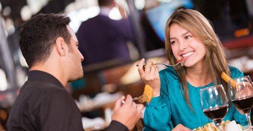 吃饭会主动买单的女生,是礼貌还是拒绝?第3张