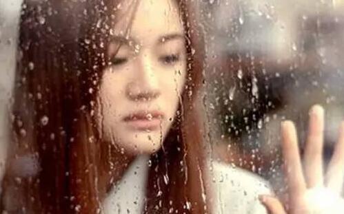 喜欢下雨天的女孩性格,该怎么去追她?-反馈吧