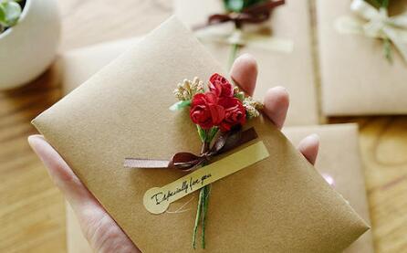 圣诞节送女生礼物留言10字内,字少心意不少-反馈吧