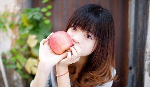 平安夜男生送女生苹果合适吗?怎么让女生明白心意-反馈吧